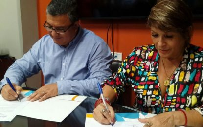 Administración y Sindeu firman prórroga de convención de la UCR hasta febrero